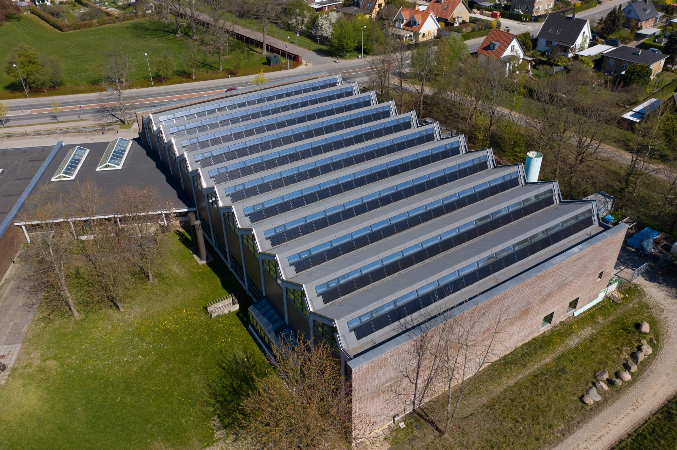 Ny tagdækning og solceller på Gladsaxe Svømmehal